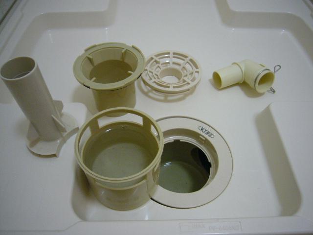 臭い対策も兼ねた掃除方法紹介:排水溝の分解手順