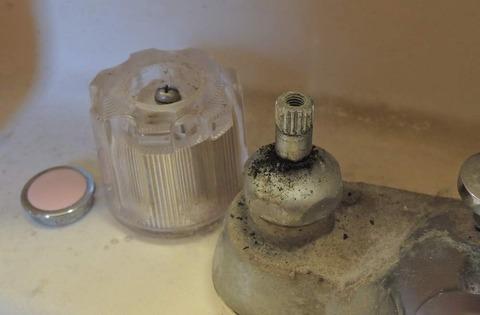 パッキン交換しても直らない蛇口の水漏れ【確認事項と正しい対処法】:締め付けが緩くないか確認その2