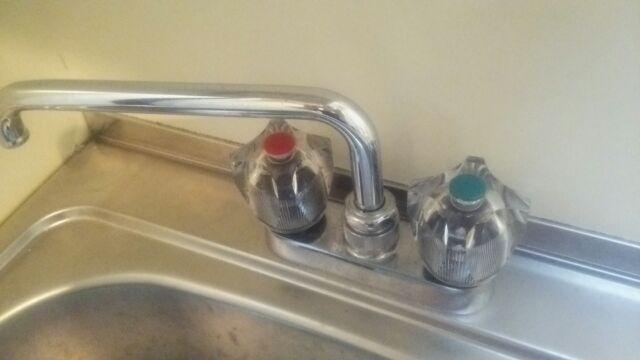 蛇口・水栓のレバーハンドルの種類:ツーハンドル蛇口
