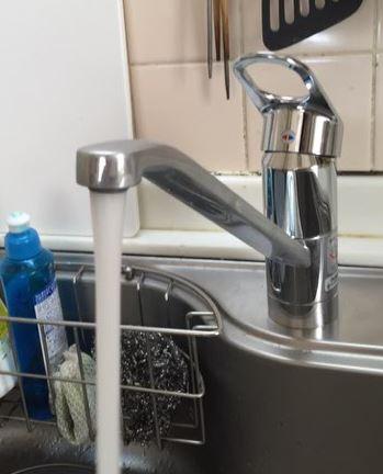 台所/キッチン/流し台の蛇口・水栓の交換・取り換え手順:新しい蛇口・水栓を設置