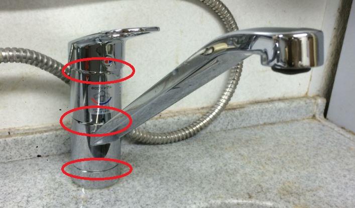 キッチン蛇口の水漏れ箇所5パターンと原因:胴体部分の上部や下部