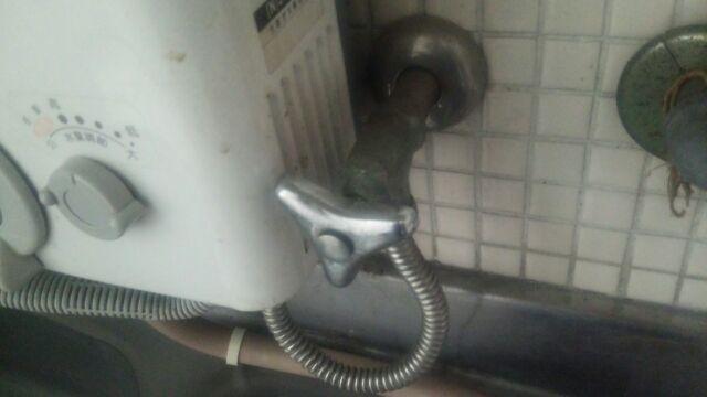 給湯器の水漏れ原因と修理方法を確認:給湯器の蛇口・水栓