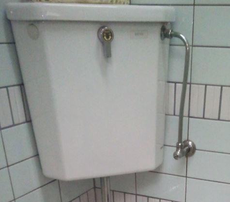 トイレタンクが水漏れしている原因を特定して直す方法