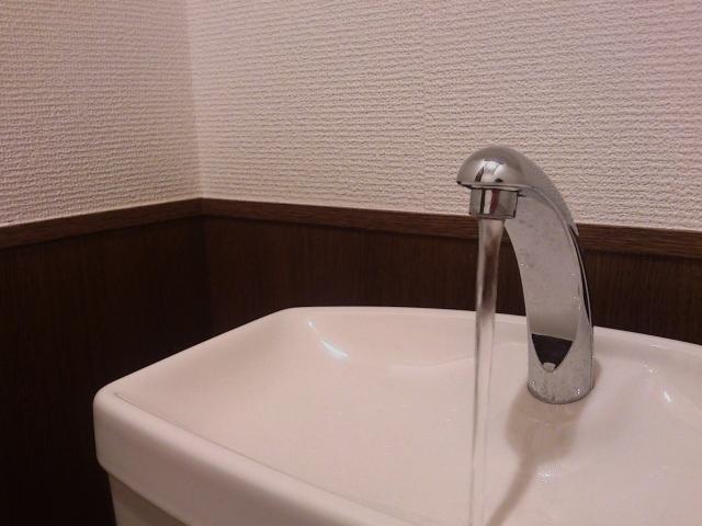 トイレタンクの水漏れ修理方法:手洗い管