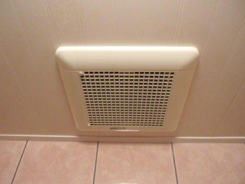 【トイレつまりの解消】重曹を使う前の準備:窓を開ける、換気扇をつけるなど換気をする