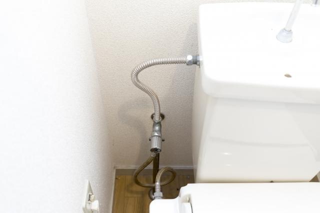 トイレの止水栓や配管